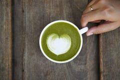 Una tazza del latte di matcha del tè verde Fotografia Stock Libera da Diritti