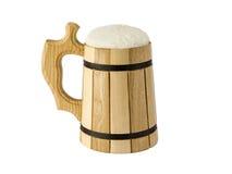 Una tazza di birra su un fondo bianco Fotografie Stock