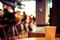 Una tazza di caffè in caffetteria Immagini Stock