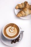 Una tazza di caffè con arte del Latte fotografia stock libera da diritti