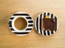 Una tazza di caffè e un dolce. Immagine Stock Libera da Diritti