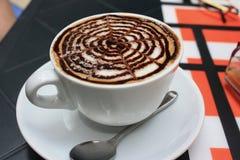 Una tazza di cappuccino Fotografie Stock Libere da Diritti