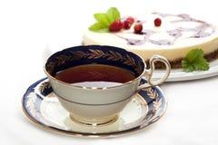 Una tazza di tè con torta di formaggio Fotografie Stock