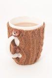 Una tazza di tè latteo su bianco Fotografia Stock
