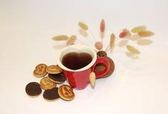 Una tazza di tè sotto forma di cuore Fotografie Stock Libere da Diritti