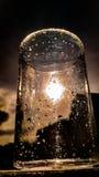 Una tazza di vetro con le gocce di acqua Fotografia Stock Libera da Diritti