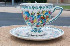 Una tazza enorme del gesso sul quadrato in Gogolin, Slesia superiore Fotografia Stock