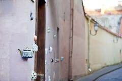 Una teiera incastonata nelle facciate del tea-shop Fotografia Stock
