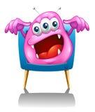 Una televisión con un monstruo rosado Imagenes de archivo