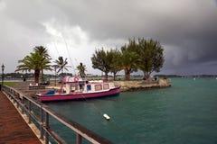 Una tempesta di primo mattino si avvicina al porto di St George - Bermude ottobre 2014 Immagine Stock Libera da Diritti
