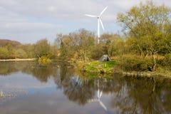 Una tenda di due uomini ha lanciato su un pezzo di terra accanto al lago ai vecchi cantieri di miniere di piombo in Conlig, conte Fotografia Stock Libera da Diritti