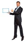 Una tenuta di salto dell'uomo di affari che mostra lavagna immagini stock libere da diritti