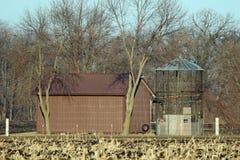 Una tettoia e una greppia vuota del cereale Fotografie Stock