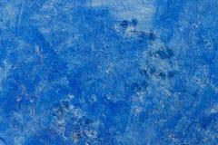 Una textura azul y blanca apenada de la pared fotos de archivo