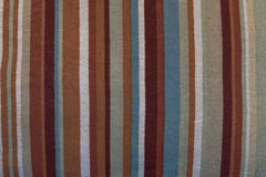 Una textura real de la tela con las rayas del color Fotos de archivo libres de regalías
