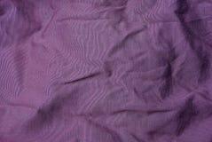 Una textura rojo oscuro de un fragmento de un mantón de lana viejo Imágenes de archivo libres de regalías