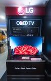 Una tienda de LG OLED TV en la plaza baja de Yat Imagen de archivo libre de regalías