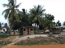 Una tienda de madera de la disposición en Ghana fotos de archivo