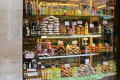 Una tienda de pasteles en Venecia, Italia Imagen de archivo libre de regalías