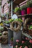 Una tienda que vende la flor en el mercado en Budapest fotos de archivo