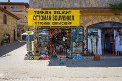 Una tienda que vende recuerdos y placer turco Imagen de archivo