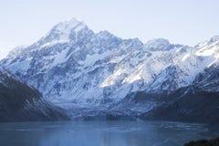 Una tierra congelada en Nueva Zelanda foto de archivo