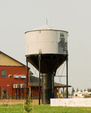 Una torre de agua histórica en las praderas canadienses Imagen de archivo