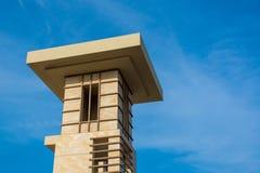 Una torre de enfriamiento del estilo tradicional usada en muchos edificios en el Medio Oriente fotografía de archivo