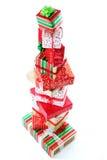 Una torre de los regalos de la Navidad foto de archivo libre de regalías