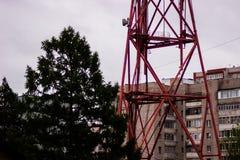 Una torre de radio grande de difusión Fotos de archivo libres de regalías