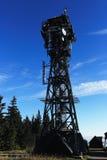 Una torre dell'allerta sulla montagna nera, (Ceco: Baccello Snezkou del PEC, di Krkonose), la parte settentrionale della repubbli Fotografia Stock
