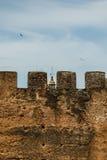 Una torre dietro una torre a Caceres fotografia stock