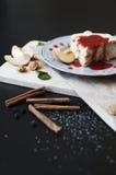 Una torta con los melocotones Foto de archivo
