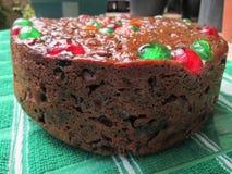 Una torta de mirada deliciosa de la fruta de la Navidad Foto de archivo
