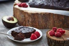 Una torta del cioccolato su un pezzo di pergamena Fotografia Stock Libera da Diritti
