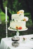 Una torta di cerimonia nuziale immagine stock
