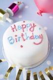 Una torta di compleanno immagine stock libera da diritti