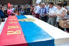 Una torta en la forma de la bandera de Rusia Foto de archivo