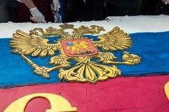 Una torta en la forma de la bandera de Rusia Foto de archivo libre de regalías