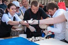 Una torta en la forma de la bandera de Rusia Fotos de archivo