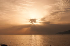 Una tranquilidad abandonada abandonó el mar tranquilo al horizonte Foto de archivo libre de regalías