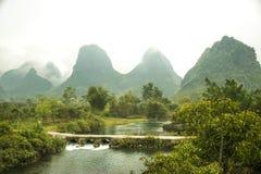 Una trayectoria en el río Foto de archivo