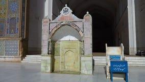 Una tumba en una mezquita almacen de metraje de vídeo