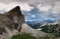 Una valle sotto le nuvole di tempesta, Julian Alps di sette laghi Triglav Immagini Stock