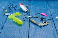 Una variedad de cebos para la pesca de giro Cebos para pescar Imagenes de archivo