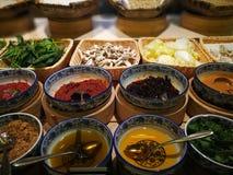 Una variedad de condimentos del estilo chino Fotografía de archivo