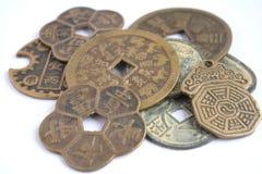 Una variedad de diversas monedas chinas Fotografía de archivo