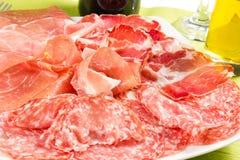 Una variedad de productos de carne fría procesados Imagen de archivo libre de regalías