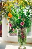 Una variedad de wildflowers, un ramo hermoso fotografía de archivo