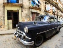 Una vecchia automobile classica è colore nero Fotografia Stock Libera da Diritti